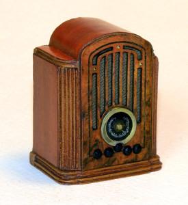 MiniatureAntiqueRadio1